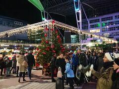 ミュンヘン空港  空港内の広場でもクリスマスマーケットが開催されていました