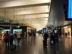 チューリッヒ空港 15:25着 とても綺麗な空港です