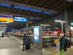 ミュンヘン中央駅  7:52発 ローカル線で約2時間 チケットは前日空港でジャーマンレールパスを購入したので ドイツ国内の鉄道は乗り放題です