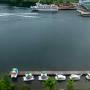 3日目の朝。 ホテルの部屋の窓から阿寒湖を見下ろします。 遊覧船乗り場やボート乗り場が見えます。