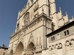 旧市街入り口にある サン ジャン大司教教会  これも 前回せつめいしてるんですが。。 「フランス王アンリ四世」と「妃マリー・ド・メディチス」の結婚式があった場所