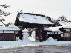 お堀をはさんで上杉神社の向かいにある・・・上杉記念館(上杉伯爵邸)の雪景色を見てみよう~。