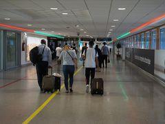 ほぼ定刻通りそして無事カサブランカ・ムハンマド五世空港(CMN)に着きました。 入国審査ではパスポートと入国カードを渡しただけで問題なく入国できました。