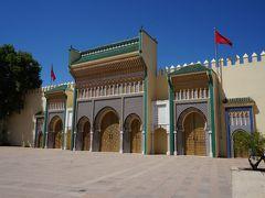 王宮までたどり着きました。 中国人ツアー一行も来ていましたが日影でガイドの説明を聞いていました。 確かに暑い!