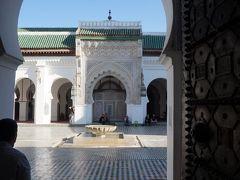 カラウィン モスクに着きました。 ムスリムなので中に入れません。 メディナの中にあるとは思えないほど大きそうです。