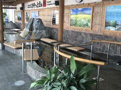 鹿児島空港へ到着! JALのどこかにマイルで鹿児島に決まりましたので やってきましたよ~~  空港出ると足湯がありました  タイムズレンタカーでマツダアクセラ(空港渡・戻)を借りて しゅっぱつ~(3日間10800円 )