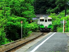 12:49早戸駅発の会津若松行列車を駅でお出迎え