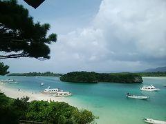 川平湾に到着。ガイドブックの写真と同じ色、いやもっと綺麗。雨はやんだけど雲は多め。それでも素晴らしい景色だった。昨日、シュノーケリングをしたばかりだったのでグラスボードには乗らなかったけれど砂浜でゆっくり景色を満喫。来てよかったー。