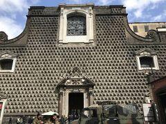 ダリが作ったような前衛的な外観の ジェズ ヌォーヴォ教会