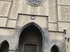 サンタキアーラ教会の入口。