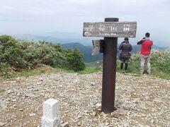 12時、平標山頂です 賑わってました