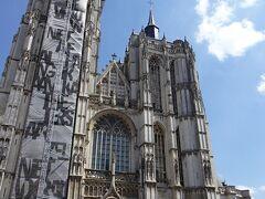 到着・・・ノートルダム大聖堂・・・ 見上げると・・・ありだわぁ・・・ネロが見上げてた気分と同化・・勝手にしてみる・・