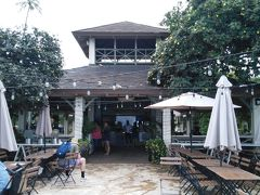 第3日目の朝ごはん ワイキキビーチに沿ってカピオラ二公園側に歩くとあります。 2019夏のJCBカードのCMで二宮くんが食事してるお店です。
