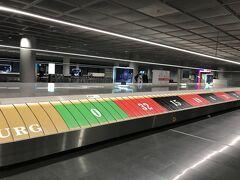 フランクフルト国際空港に到着です。  ターンテーブルが面白い。  こんな遊び心あるのいいですね。