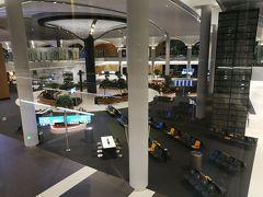 7月17日(水)04:11イスタンブール新空港に到着。 最近の海外の新しい空港はどこも広く到着ゲートによっては入国審査までだいぶ歩きます。イスタンブール新空港も例外ではなくとても広い空港でした。