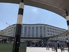 中央駅に到着しました。最初、向かって右側の別の出口から出てしまったのですがこちらが正面出口。 ヒルトンブリュッセルグランプラスの玄関から見た中央駅。ほんとに目の前です。