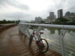 【一人愛河サイクリング 高雄 2019/07/10】  雨の止んだ合間をぬって、一人愛河サイクリングをしました。明日、日本へ戻りますので、一応、今回が最後のサイクリングになります。