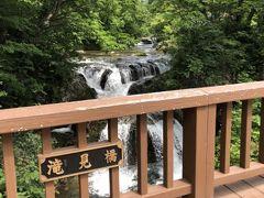 三階滝 時間があるので観光  国道を離れ5分位で三階滝公園に到着 駐車場から50m位歩きます マイナスイオンが一杯