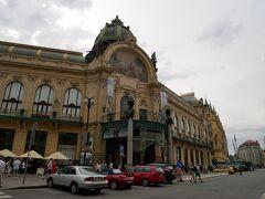ぶらぶら歩いてたらプラハ市民会館に着きました。  プラハの春国際音楽祭のメイン会場となる「スメタナ・ホール」があります。