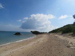 黒島の西の端 保慶海岸を西の浜に向かって歩いている 西の浜の『かめ岩』や。 8:30から歩き始めて、今は 8:52 体感的には、3時間48分くらい歩いている・・・・
