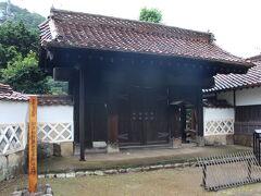 旅行2日目は、津和野の観光からスタートです。 萩から津和野に向かう途中では、土砂降りの雨となってしまいましたが、  多胡家老門
