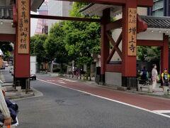 へぇ~ 増上寺さんの門が有るのは 普通の道路なんですね なんだか新鮮!(^^)!