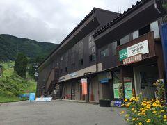 岩岳スキー場の百合園に行ってみようかと思っていたら、まさかの閉園。 お客さん少なかったのかな。 ということで手前の白馬五竜スキー場へ。以前春に来たときはまだ山の上は雪のゲレンデでしたが、真夏には高山植物園になってます。
