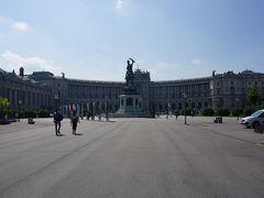 ●王宮  王宮のエリアにやって来ました。 正面は、新王宮と言われる建物です。