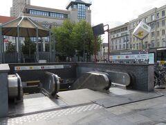 地下鉄で観光の中心になるグローエンプラーツへ。