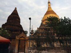 """でもGUBYAUK GYI TEMPLEの東隣に隣接している""""MYA ZEDI STUPA""""はまだ大丈夫。 GUBYAUK GYI TEMPLE側から見ると、金色の仏塔とレンガ造りの仏塔が並んでいる面白い造りをしている。"""