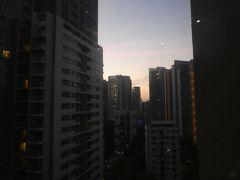 今日もいい天気もなりそう。 快晴のシンガポールなんて珍しい。 あ、今日は時計ちゃんとあってます。