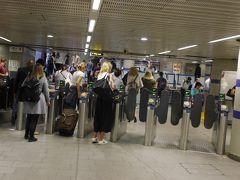 無事に着きました。 キングスクロス駅はアンダーグラウンド(地下鉄)も、複数路線乗り入れている都会の駅です。