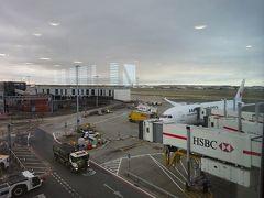 あっという間にヒースロー空港に到着、ロンドンは朝6時半。 お天気は雲が多いです。