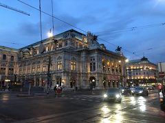 てくてく歩いて先に見えるのはウィーン国立歌劇場です。