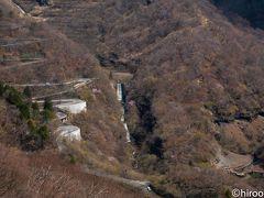 華厳の滝を後にして、昨日訪れた明智平展望台へ。今回はロープウェイで頂上に。  いろは坂方面