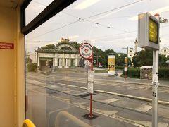 Karlplatzの駅舎が見えますね。