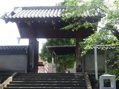 泉岳寺(義士墓入口の門)この門は浅野家の鉄砲州上屋敷(現・聖路加病院)の裏門で、明治時代に移築しました。