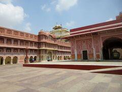 ジャイプールはピンクの建造物の数々が印象的なことから「ピンクシティ」とも呼ばれています。