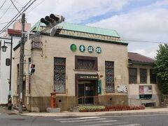 「いわき市石炭・化石館ほるる」の次は「童謡館」へ。 かつて常陽銀行湯本支店だった建物です。