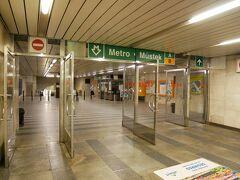 地下鉄Mustek駅からMalostranska駅へ。