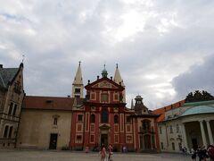「聖イジー教会」はプラハ城に残る最古の教会だそう。