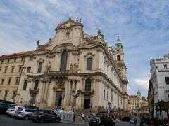 歩いてたらマラーストラナの聖ミクラーシュ教会にたどり着きました。 火曜以外の毎日18:00からミニコンサートがあるのですが、今回は時間が合わず断念!