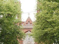 デザイン美術館を出てカフェウルスラを目指します。 途中、素敵なヨハンネス教会に出会いました。 ちょっとウスペンスキー寺院っぽい。 緑の木々に囲まれて素敵です。