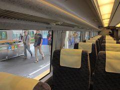 ★11:19  「651系特急草津」の豪華グリーン車で吾妻線へ~  そして高崎で乗り換えた特急草津。今は繁忙期で指定席とグリーン席(100km以内)の料金差が僅か300円程度。なのでグリーンに乗っちゃいます。