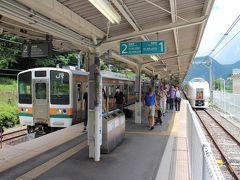 そして特急草津の終点長野原草津口で普通列車に乗り換え~ さらに奥を目指します。