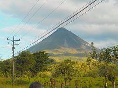 少し先のアレナル火山のふもとでも休憩。山が間近に見えました。