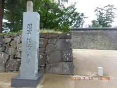 松江城に来ました。現在、国宝とされているお城は5つありますが、松江城は一番最近国宝化されたそうです。 ちなみに国宝の5つの城は松本城、犬山城、彦根城、姫路城、松江城。色々なところにお城はありますが、国宝は意外と少ないのですね。