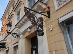 向かいのカフェ・エンゲルへ