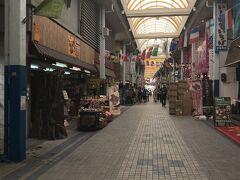 日本最南端のアーケード商店街である、ユーグレナモールへ!これが石垣島一栄えているところだとか。