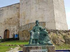 グスマン城は中にも入れます(有料)が、あまり見どころないかな?と思い入らず。